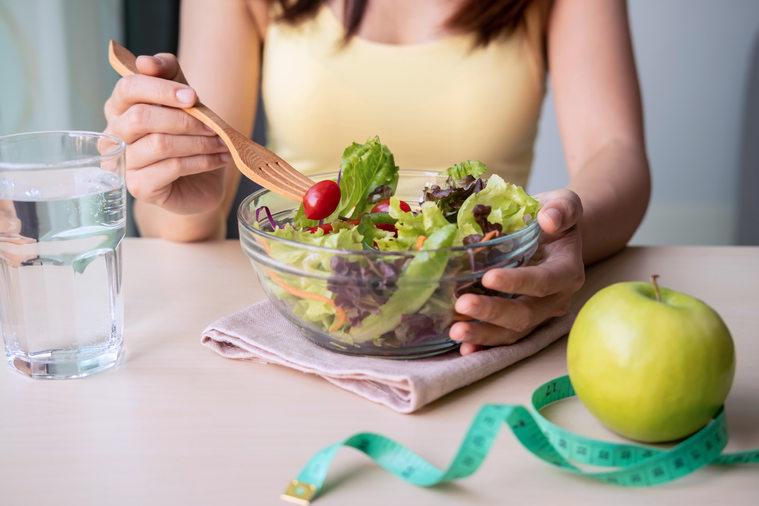 Ha snacket szeretne, enni egy darab gyümölcsöt vagy egy marék diót.